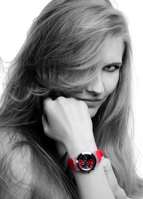 piękna kobieta i zegarek
