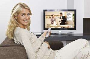 HSE24 image_Frau mit TV